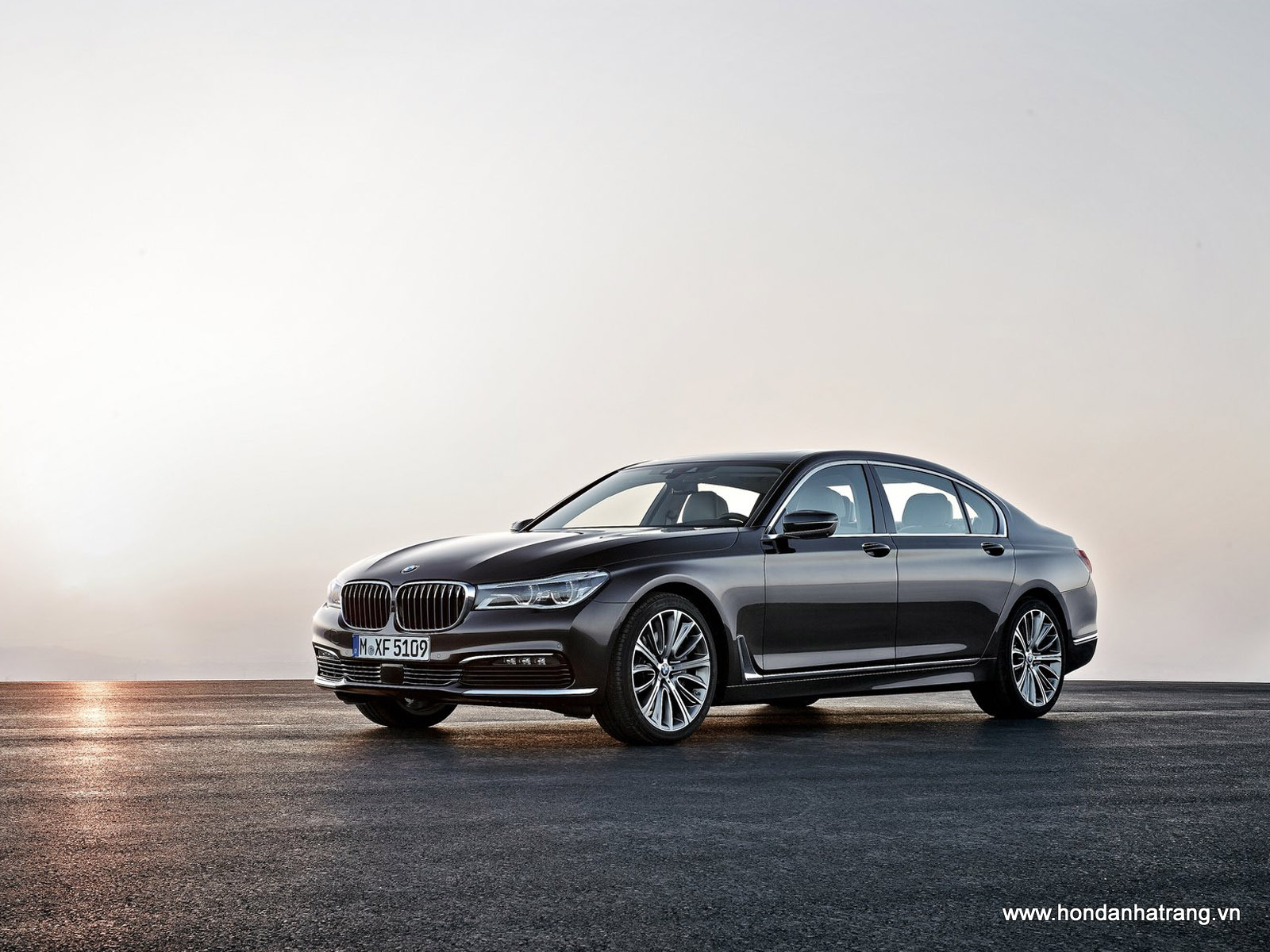 2016-BMW-7-Series-HD-Wallpapers-1